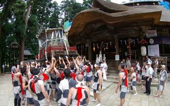 IMGP5601熊野大社拝殿前神輿.jpg