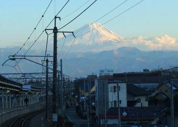韮崎駅から望む富士山.jpg